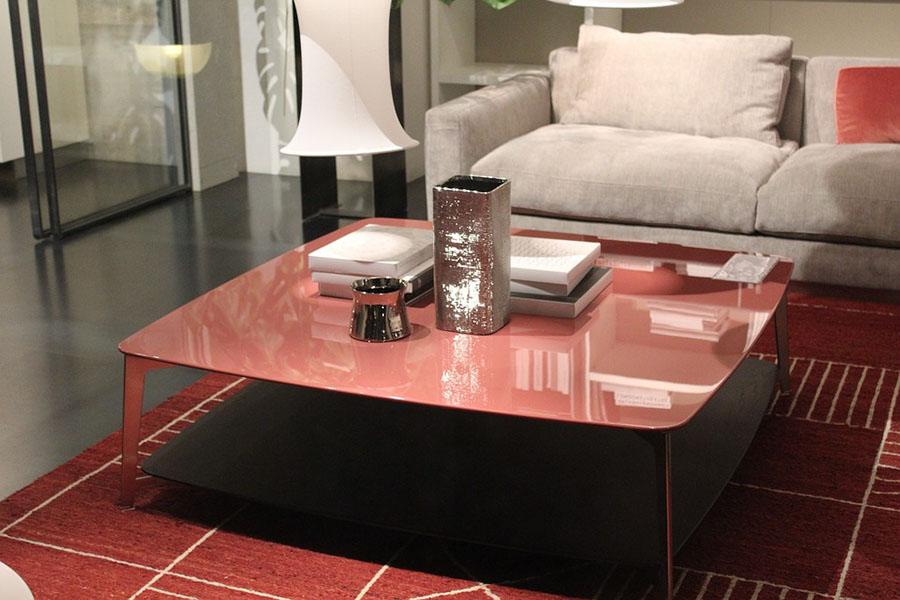 фото столик в комнате